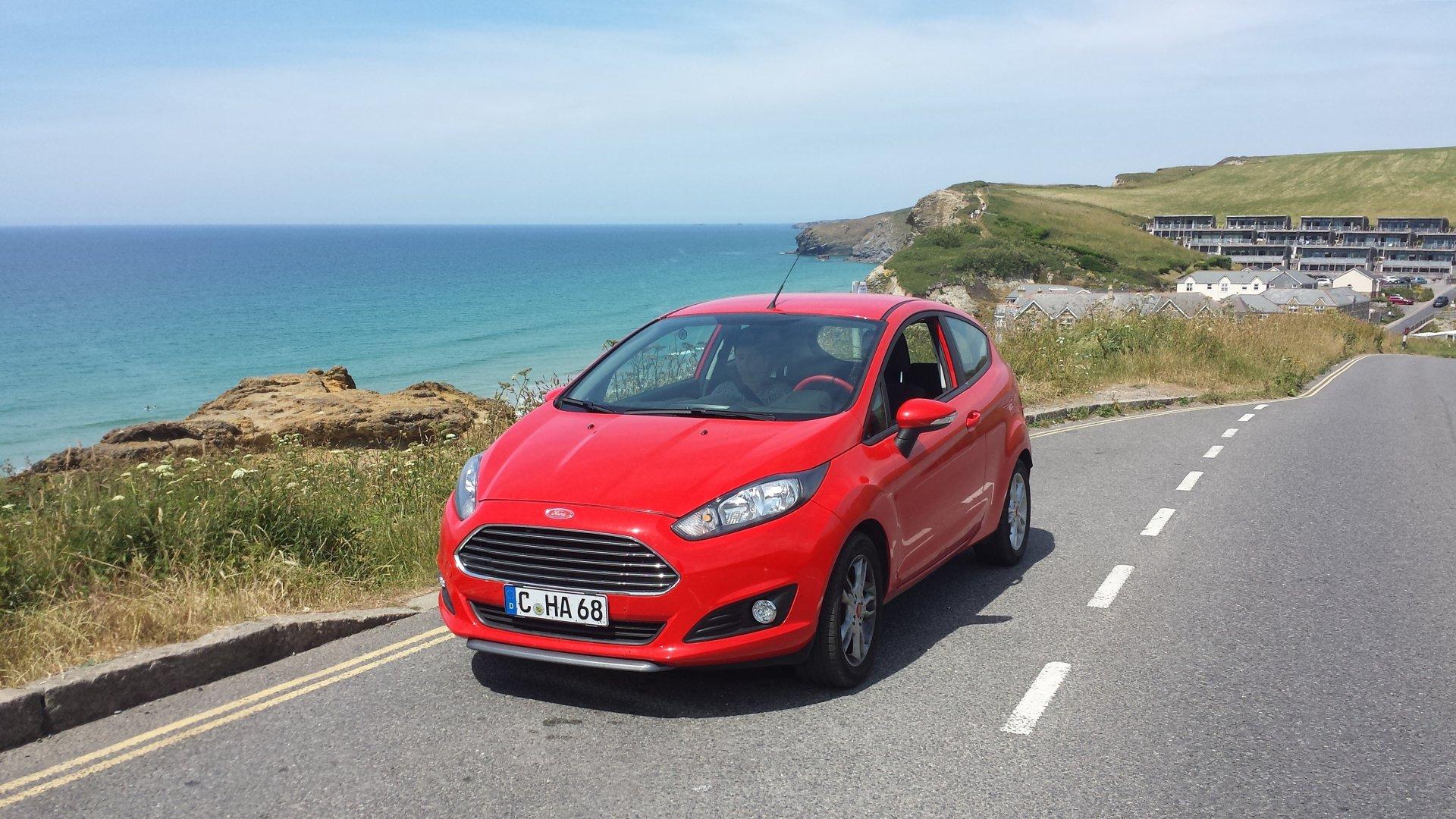 158 Newquay - Küste und Ford Fiesta VII.jpg