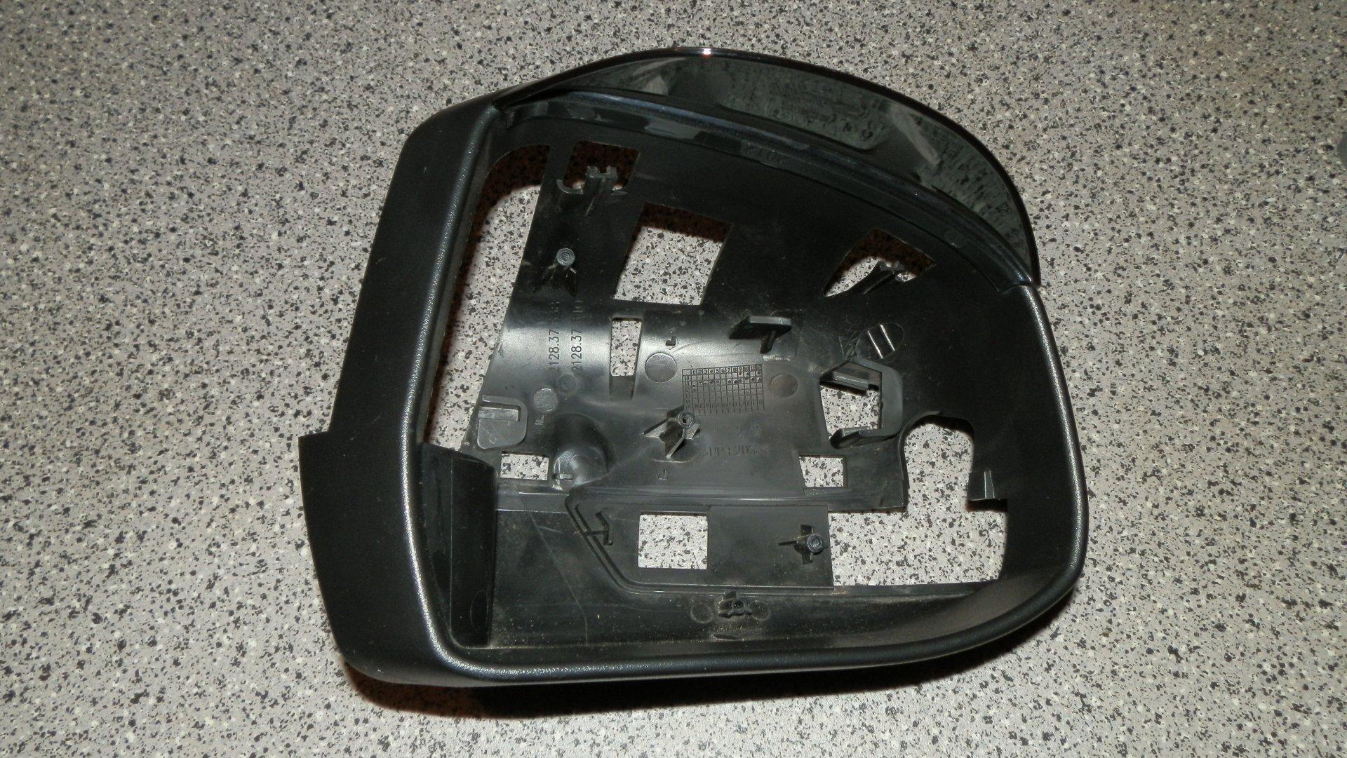 Ford Focus III (2014-10-06) - Außenspiegelteil 3.JPG