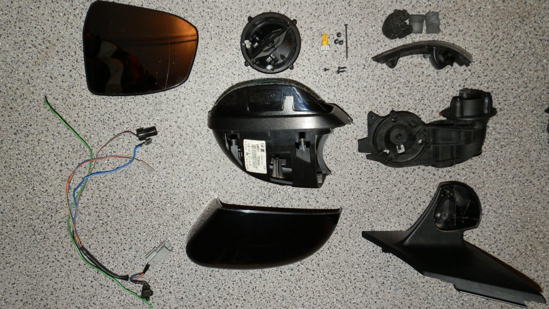 Ford Focus III (2014-10-06) - Außenspiegelteile.JPG