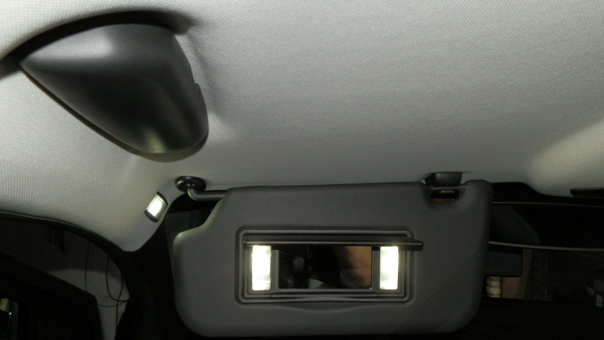 Ford Focus III (2016-05-22) - LED-Make-up-Spiegel-Schminkspiegelbeleuchtung - Bild 7.JPG