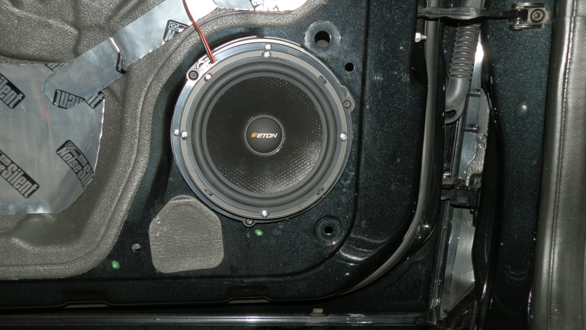 Ford Focus III (2016-07-15) - ETON-Basslautsprecher in Fahrertür.JPG