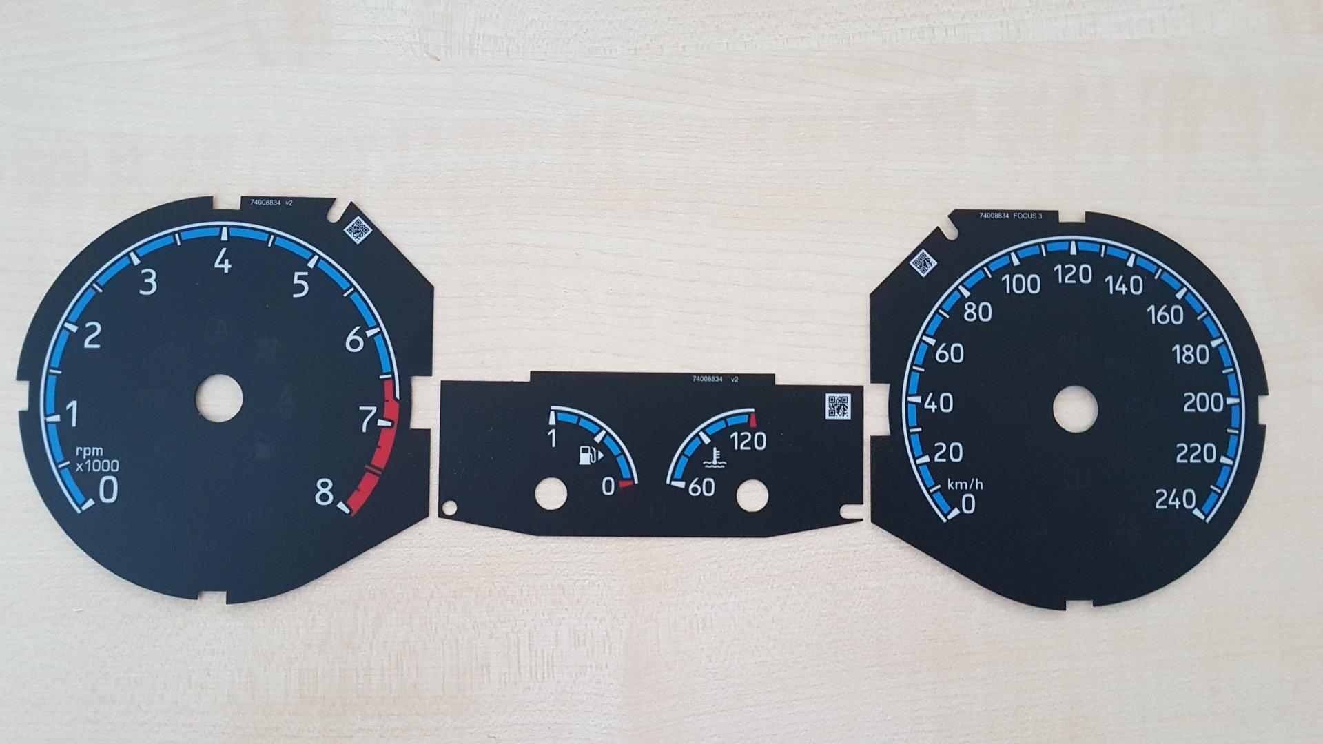 Ford Focus III (2019-04-18) - Tachoscheiben im RS-Design (Kreis blau, Zeiger blau).jpg