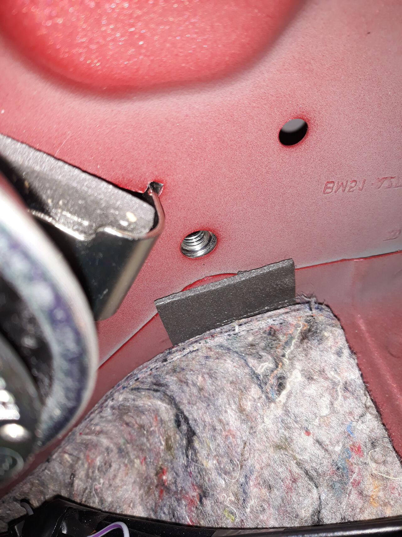 Ford Focus III - Alarm Hupe Innenraum - Bild 4.jpg