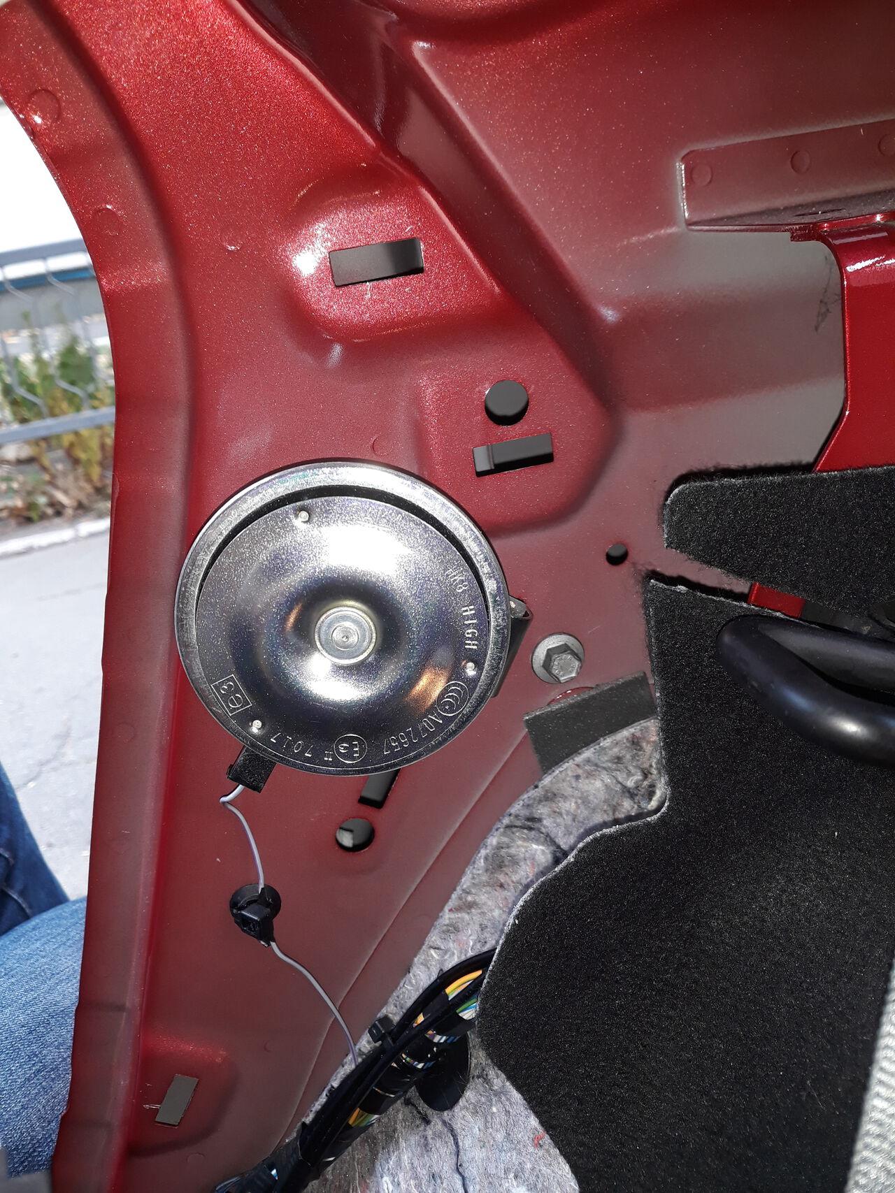 Ford Focus III - Alarm Hupe Innenraum - Bild 6.jpg
