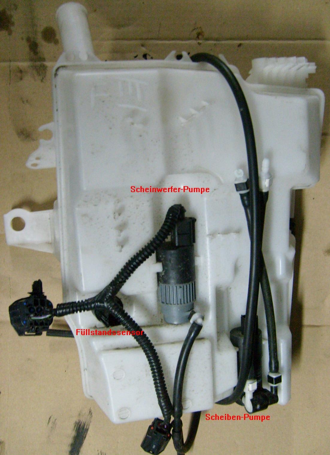 Ford Focus III - Behälter f. Waschwasservorrat.jpg