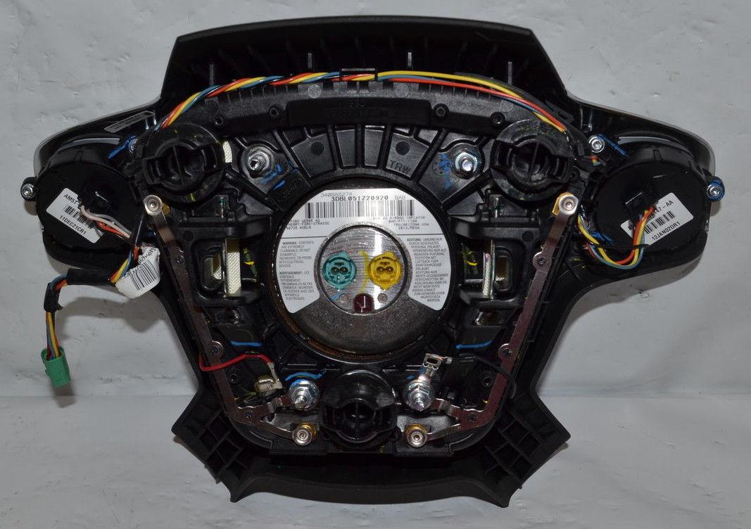 Ford Focus III - Lenkradabdeckung Airbag.jpg