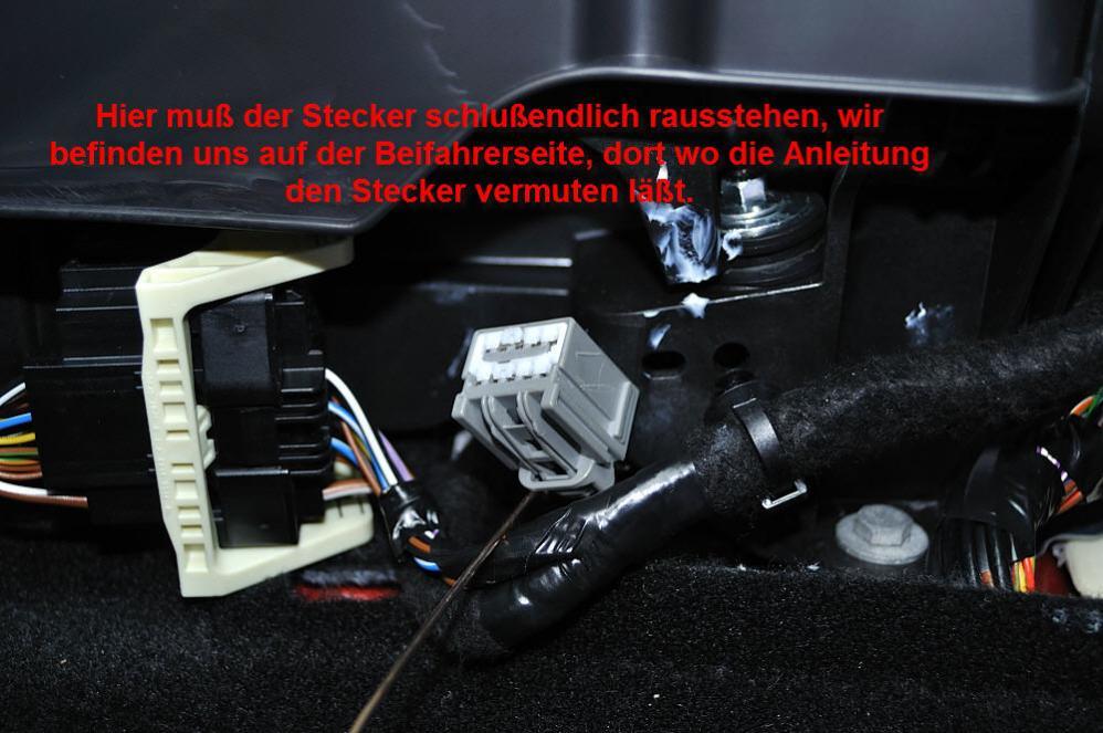 Ford Focus III - Stecker LED-Leder-Schaltknauf Beifahrerfußraum - Bild 2.jpg