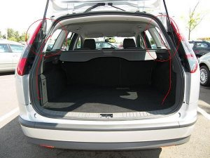 focus 2 bj 04 08 da3 db3 wasser im kofferraum. Black Bedroom Furniture Sets. Home Design Ideas